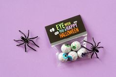 What a fun idea for Halloween treats! You could also use Avery  22821 or 22801 bags and toppers and create your own for free at avery.com/print. No staples or glue needed.