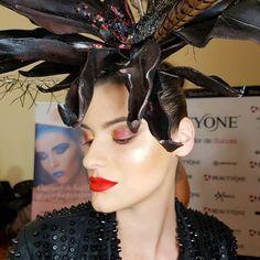 Glass skin for fashion show⭐⭐⭐ look pentru Arad Fashion Show pentru Botezatu ⭐⭐⭐ Glass Skin, Red Lips, Fashion Show, Crown, Makeup, Jewelry, Make Up, Corona, Jewlery