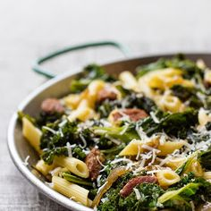 Makaron penne z chorizo i jarmużem Penne, Chorizo, Sprouts, Vegetables, Food, Vegetable Recipes, Eten, Veggie Food, Brussels Sprouts