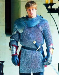 He looks just like I'd imagine Einur looking in armour... very awkward. :)
