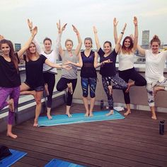 Yoga-Love bei unserer #fableticsyogasession mit @wanda_badwal und vielen tollen Yoga-Mädels  #yoga #yogainspiration #yogasession #yogini #workout #rooftop #fitnessbrand