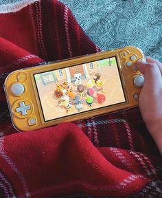 Nintendo Lite, Nintendo Switch Case, Nintendo Switch Animal Crossing, Nintendo Switch Accessories, Kawaii Phone Case, Game Room Design, Cute Games, Gamer Room, Cute Disney