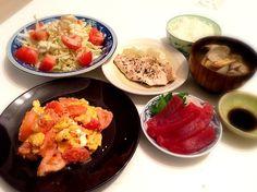 昨日の旦那ちゃんごはんです - 25件のもぐもぐ - トマトと卵炒め チキンのハーブオリーブオイル蒸し 鮪 あさりのみそ汁 白菜とトマトとポテトサラダ by prismingDELTA