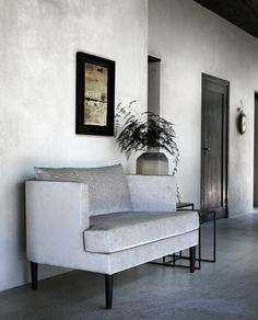 Best Way To Advertise, Minimalist Home Interior, Neutral Colors, Entryway Bench, Modern Furniture, The Good Place, Love Seat, Accent Chairs, Sweet Home