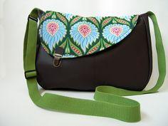 """Sac imitation cuir marron et tissu imprimé grosses fleurs """"Brown shoulder bag imitation leather for women : Sacs bandoulière par mambo-kiwi"""