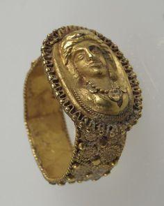6th-7th century CE Roman gold finger ring