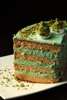 Торт достаточно известный в сети, но я же товарищ неспокойный))) Поэтому без изменений не обошлось. Пишу сразу с ними, чтоб два раза не вставать))) ФИСТАШКОВЫЙ ТОРТ С ЖАСМИНОВЫМ ЧАЕМ Бисквит (форма диаметром 18-20 см): - 220 г сливочного масла - 300 г сахарного песка - 5 яиц - 370 г муки - соль… Easy Cake Recipes, Dessert Recipes, Fruit Birthday Cake, Dessert Decoration, Pastry Shop, Food Shows, Cookie Desserts, Confectionery, Yummy Cakes