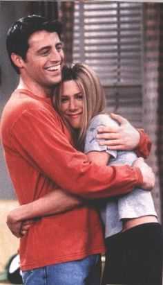omg friends! Joey and Rachael! omg think they look better together than her and Ross tbh aha