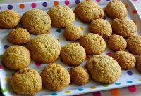 Glutenvrije quinoa-kokos-amandel-koeken (ingrediënten: quinoa, kokosrasp, amandelmeel, boekweitmeel, suiker, boter en ei) (@ Glutenvrije Mama)
