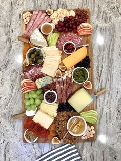 How to Build a Beautiful Cheese and Charcuterie Board with The BakerMama Charcuterie Gift Box, Plateau Charcuterie, Charcuterie Recipes, Charcuterie And Cheese Board, Appetizer Recipes, Snack Recipes, Appetizers, Cooking Recipes, Meat Cheese Platters