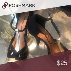 Shop Women's Black Gold size 9 Heels at a discounted price at Poshmark. Description: Black and gold Steve Madden heels size 9 never worn. Steve Madden Heels, Fashion Tips, Fashion Design, Fashion Trends, Outfits, Collection, Things To Sell, Black, Style