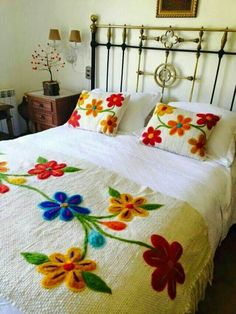 Table Bed runner embroidered Peru Off White Alpaca wool handmade flowers… Embroidery Stitches, Embroidery Patterns, Hand Embroidery, Mexican Embroidery, Floral Bedding, Bed Runner, Wool Applique, Rug Hooking, Bed Covers