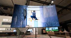 سامسونج تكشف الستار عن أجهزة تلفاز عصرية جديدة  كشفت سامسونج للإلكترونيات الستار عن تفاصيل جديدة تتعلق بتشكيلتها المميزة من أجهزة تلفاز QLEDو أجهزة تلفاز الإطار The Frameالمبتكرة وذلك خلال حفل إطلاق عالمي مميزعقدته الشركةفي مدينةباريس لتثبت سامسونج مجددا ريادتها في رسم ملامح مستقبل أجهزة الترفيه المنزلي من خلال أحدثالتقنيات.  وتعليقا على حدث الإطلاق قال ه.س. كيم رئيس وحدة أعمال شاشات العرض المرئية في سامسونج للإلكترونيات: نسعى دوما في سامسونجإلى مواصلة تزويد عملائنا بأحدث التقنيات والأجهزة…