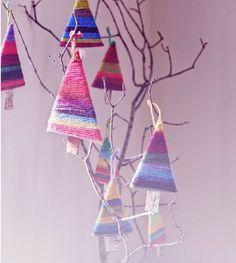 Super Χριστουγεννιάτικα στολίδια από πολύχρωμα νήματα  και χαρτόνι!Για το πολύχρωμό σας δένδρο!!!!!!!!!!!!!!!
