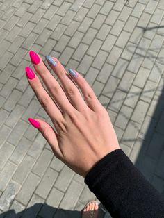 Silver and sweet pink nails - ChicLadies. Red Summer Nails, Long Red Nails, Long Almond Nails, Long Nail Art, Aycrlic Nails, Swag Nails, Nail Manicure, Hair And Nails, Nail Pro