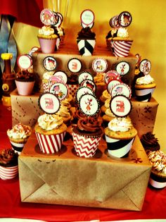 Jake and the Neverland Pirates Party cupcake wraps made from cute scrap book paper! Birthday Treats, 4th Birthday Parties, Birthday Fun, Pirate Food, Pirate Kids, Pirate Birthday, Pirate Party, Get The Party Started, Party Time
