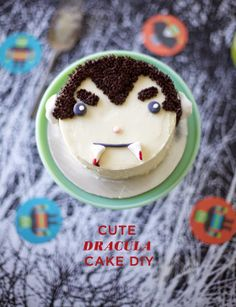 Coco Cake Land : I've Come To Suck Your Buttercream - Cute Dracula Cake DIY