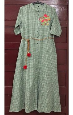Cotton check printed Kurti with beautiful embroidery and trim. Printed Kurti Designs, Salwar Designs, Blouse Designs, Indian Designer Outfits, Designer Dresses, Casual Work Outfits, Casual Dresses, Cotton Kurties, Kurta Style