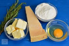 Biscuiti sarati cu parmezan si rozmarin - CAIETUL CU RETETE Parmezan, Cantaloupe, Dairy, Cheese, Fruit, Blog, Recipes, Rezepte, Recipe