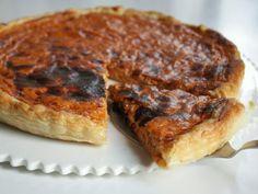 Ultra rapide à préparer, cette tarte est moelleuse et croustillante. Elle est terriblement bonne! - Recette Plat : Tarte au thon & à la tomate par InTartifletteItrust