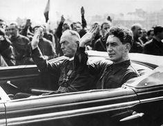 Faschistenduo:  General Ion Antonescu, links, regierte Rumänien seit 1940 als...