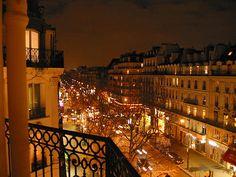 Vue du boulevard depuis le balcon de l'agence