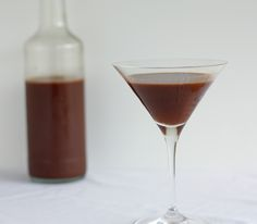 Post image for Homemade Chocolate Liqueur Homemade Alcohol, Homemade Liquor, Chocolate Liqueur, Alcohol Gifts, How To Make Drinks, Wine And Beer, Homemade Chocolate, Limoncello, Yummy Drinks