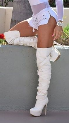 Fashionable Casual Style Shoes Looks Every Girl Should Keep Stunning Shoes. Would combine well with anything really. Would combine well with anything really. Thigh High Boots, High Heel Boots, Knee Boots, Heeled Boots, White Boots, Sexy Boots, Sexy Heels, Botas Sexy, Platform High Heels