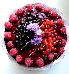 Sugarfree, diaryfree, creamy and deliciuos<3  http://minmatglede.wordpress.com/2013/08/24/soft-creamy-and-wild-berrycake/