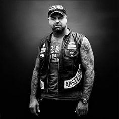 """Avec sa série """"Bikers"""", le photographe français Nicolas Auproux signe une série de clichés puissants chargés de testostérone."""