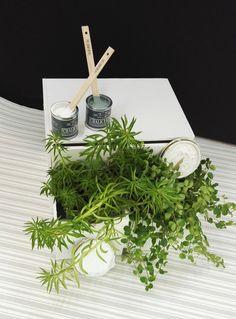 Kalkkimaali Vintro Chalk Paint -kalkkimaalilla voi maalata suoraan monenlaisille pinnoille ilman esivalmisteluja. Kovan kulutuksen kohteissa, kuten lattioissa, tuoleissa ja pöytälevyissä, pinnan voi viimeistellä Vintro-sarjan vahalla tai lakalla. Chalk Paint, Herbs, Table Decorations, Painting, Home Decor, Decoration Home, Room Decor, Painting Art, Herb