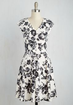 Cute Solution Dress - White, Black, Floral, Print, Daytime Party, Fit & Flare, Short Sleeves, Spring, Woven, Good, Mid-length