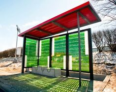 Filmes com Energia!: Paragem de autocarro/Parada de ônibus feita de garrafas recicladas