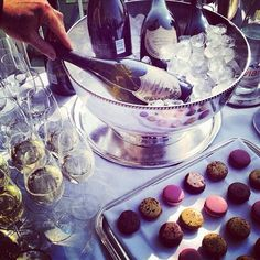 Bubbly & macarons at Le Meurice, Paris. Le Meurice, Champagne Party, Champagne Toast, Vintage Champagne, Champagne Bottles, Mini Appetizers, Expensive Taste, Simple Pleasures, Macaroons
