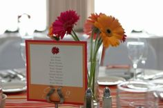 Colored table cards to give a bit more color to the room