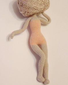 Рождение куколки...Кукол, конечно, вяжу очень редко. Но разве дочке откажешь))) Пока оппеделяюсь с формой и размером головы...#амигуруми #вязание_крючком #amigurumi #handmadedoll #creations #crocheting #instaknit#хендмейд #процесссоздания#crochetdoll#handmadetoys#мастеркрафт#crochetdolls