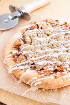 Apple Pie Pizza Apple Pie Recipe Easy, Apple Dessert Recipes, Mini Desserts, Apple Recipes, Pizza Recipes, Pizza Hut Dessert Pizza Recipe, Delicious Desserts, Homemade Funnel Cake, Homemade Cake Recipes