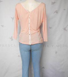 Bl rosa claro con bolsa dorada con botones espalda, (atrás). T-Mediana. $339