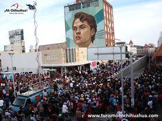 """En Ciudad Juárez como reconocimiento al compositor, cantautor, intérprete y actor mexicano Alberto Aguilera Valadez, conocido como el """"Divo de Juárez"""". El pintor y muralista Arturo Damasco, realizó un mural del rostro del  famoso cantante, en una pared de 400 metros del edificio Móran, ubicado  en la Avenida Juárez."""