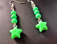 Boucle d'oreilles étoiles vertes fluorescentes de la boutique TheAsaliahShop sur Etsy