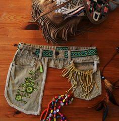 Ceinture avec poche, denim recyclé, festivalbelt, hip-bag. Boho. Hippie. Pochette. Broderie.sac de voyage
