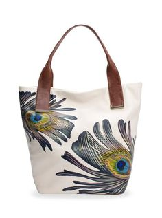 Our most loved tote, the Intreccio tote is hand painted making each bag unique and special.