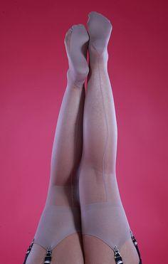 pantyhose-dreams-nylon-dreams-suspender
