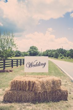rustic-hay-bales-wedding