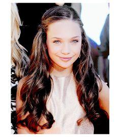 Maddie Ziegler at the 2015 Nickelodeon Kids' Choice Awards in LA.