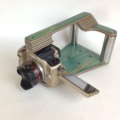 I gotta admit Im a little jealous of the flip out screen on this solid gold lumix gh1! #maplecamera #maplevx #handmade #skateboardhandle #haveyouseenthem