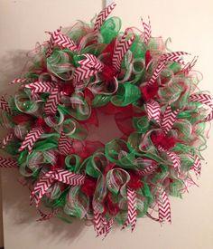 Christmas ruffle deco mesh wreath. #chevron #plaid