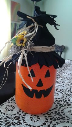 Halloween - This is a large glass pickle jar painted a pumpkin face on, added a felt hat and some sunflowers. Halloween Mason Jars, Fall Mason Jars, Mason Jar Diy, Fall Halloween, Halloween Crafts, Crafts With Glass Jars, Mason Jar Crafts, Bottle Crafts, Pickle Jar Crafts