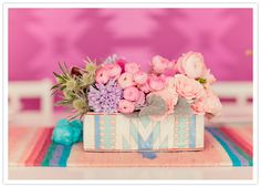 painted box floral centerpiece / pretty much obsessed with everything about this.
