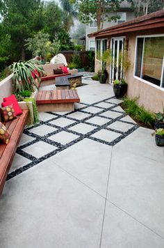 Large backyard landscaping ideas are quite many. However, for you to achieve the best landscaping for a large backyard you need to have a good design. Modern Backyard, Large Backyard, Backyard Patio, Backyard Landscaping, Paved Backyard Ideas, Landscaping Ideas, Sidewalk Landscaping, Driveway Landscaping, Backyard Seating